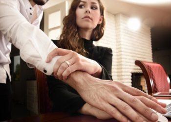 домогательства на работе